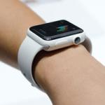 В watchOS найден намек на выход Apple Watch в корпусах из керамики и титана